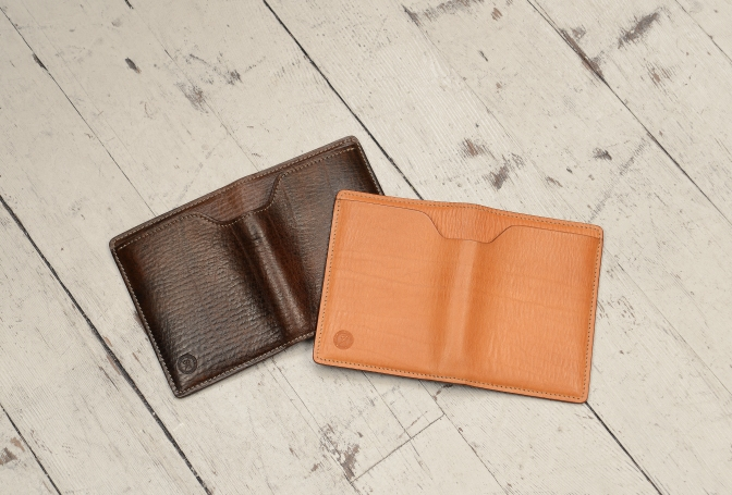 Hand-grained,-espresso-and-natural-M-Wallet;-4-x-5%22-outside
