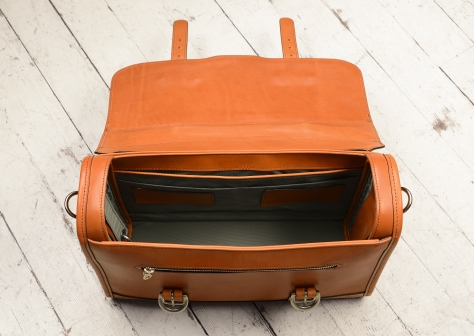 Hand-burnished,-chestnut-Headhunter-Flaptop-Bag;-15-x-11-x-4'-topdown