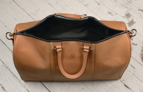 Hand-grained-natural-Duffel-Bag;-22-x-14-x-9'-topdown