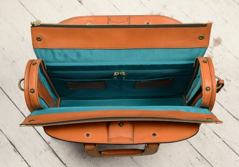 Hand-burnished-chestnut-Deal-Bag-with-turquoise-lining;-18-x-12-x-5'-topdown2