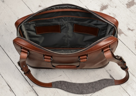 Hand-burnished-espresso-Platform-Portfolio-with-handles-and-shoulder-strap;-16-x-11-x-4'-topdown2