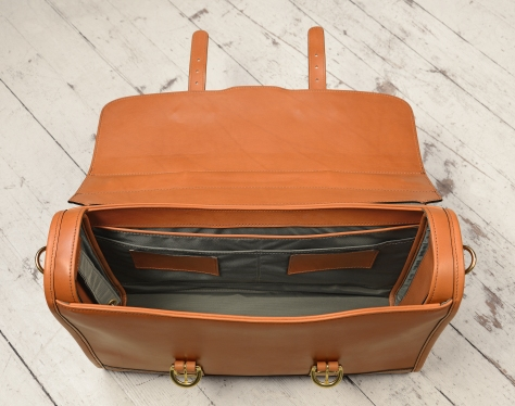Hand-burnished-chestnut-Headhunter-Flaptop-Bag-without-front-zip-pocket;-17-x-12-x-4'-topdown2
