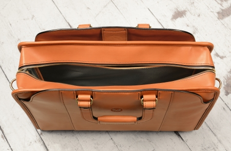 Hand-burnished-chestnut-saddle-leather-Day-Bag;-17-x-12-x-4'-topdown2
