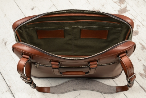 Hand-burnished-espresso-Platform-Portfolio-with-zip-back-pocket-and-shoulder-strap;-17-x-12-x-4-topdown2